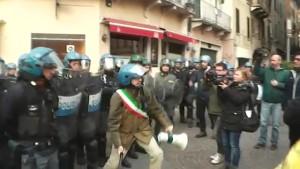 23 Marzo 2015, Brescia, Carica della polizia ordinata da Farinacci